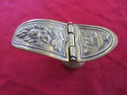 Recipient De Table En Bronze - Bronzes