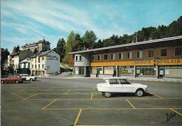 CPSM. FONT ROMEU. PLACE DE L'OFFICE DU TOURISME. VOITURES ANCIENNES (AMI 6).1976 - Toerisme