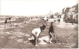 BRAY-DUNES (59) Jeux D'enfants Sur La Plage En 1966 CPSM  PF - Bray-Dunes