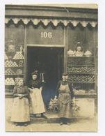 E018 Photo Originale Vintage Commerce Devanture Façade Epicerie Nord De France Vers 1902 - Altri