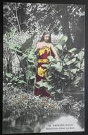 Tahiti Postcard. 32. Papeete Tahitienne Allant Au Bain - Tahiti