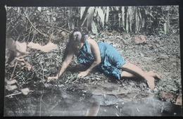 Tahiti Postcard. 25. Papeete (Tahiti - Tahitienne Se Mirant Dans L'ean) - Tahiti