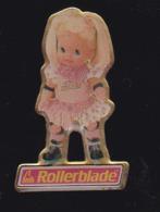 59684- Pin's.poupée Ancienne.jeux.rollerblade.signé Mattel France... - Jeux
