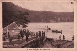 CPA 63 LE LAC PAVIN , Animée - France
