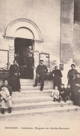 CPA 84 AVIGNON   MAGASINS ARTICLES SOUVENIRS CARTES POSTALES CATHEDRALE - Avignon