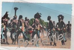 CP COLORISEE ANIMEE REGION DE DABA ( TCHAD ) - DANSES APRES LA RECOLTE DU COTON - LA CARTE AFRICAINE PHOT. INF. AOF 42 - Ciad