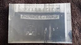 CPA PHOTO PHARMACIE E J GOUAUX DEVANTURE MAGASIN COMMERCE PHARMACIEN PHOTO V TABOUL RUE NATIONALE NIMES 1913 - Fotografia