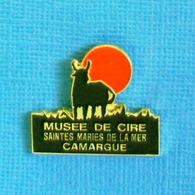 PIN'S //  ** MUSÉE DE CIRE / SAINTES MARIES DE LA MER / CAMARGUE ** - Feria