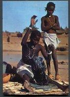 HAUTE VOLTA  - SEGE -  Lavandière ,geste De La Vie Quotidienne - EN PAYS MOSSI - Burkina Faso