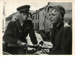 PHOTO FILM SOVIETIQUE PACE A CHI ENTRA PAIX A CELUI QUI ENTRE DE ALEXANDRE ALOV 1961 FORMAT 15 X 12 CM - Photos