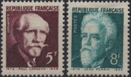 FRANCE 820 & 821 ** MNH Célébrités Au Panthéon : Paul LANGEVIN Et Jean PERRIN - Unused Stamps