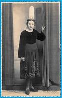 CARTE PHOTO Photographie Pouillot-Ehanno (Timbre à Sec) Pont-l'Abbé 29 - Portrait De Bigoudène - Costume Coiffe - Pont L'Abbe