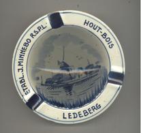 Cendrier Publicitaire - Etabl. J. MINNEBO R.S.P.L. Hout / Bois à LEDEBERG - Porcelaine De Delft (SL) - Porselein