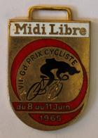 Porte Clés En Métal Cyclisme XVII Grand Prix Cycliste Du 8 Juin Au 11 Juin 1965 Midi Libre - Cyclisme