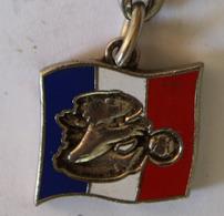 Peu Courant Porte Clés En Métal Football Coupe Du Monde 1998 Mascotte Footix France 98 Worl Cup Arthus Bertrand 1994 - Cyclisme
