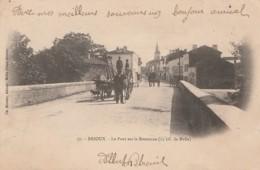 A15-79) BRIOUX - LE PONT SUR LA BOUTONNE (12 KIL DE MELLE) - (ANIMEE  -TOMBEREAU TIRE PAR DES BOEUFS - 1903 - 2 SCANS) - Brioux Sur Boutonne