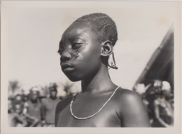 28710g  CONGO BELGE - MANGAZIZI - FILLETTE MANGBETU - Photo De Presse - Ethnographique - H. Goldstein - 18 X24c - Afrika