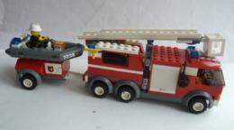 FIGURINE LEGO CITY 7239 CAMION POMPIER NACELLE ET CANOT - Figurines
