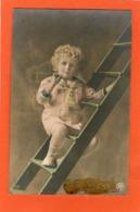 ENFANT Sur Une échelle - - Portraits
