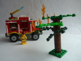 FIGURINE LEGO CITY 4208 CAMION 4X4 POMPIER AVEC NOTICE - Figurines