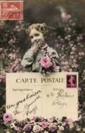 Carte Postale Fillette Fleurs Representation Timbre RV - Timbres (représentations)