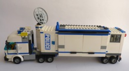 FIGURINE LEGO CITY 7288 CAMION UNITE DE POLICE + VOITURE DE VOLEUR + MOTO - Poppetjes