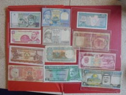 VARIETES LOT DE 12 BILLETS (B.7) - Coins & Banknotes