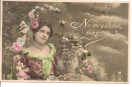 L60A342 -  Jeune Femme Avec Un Arceau De Fleurs  - Croissant - Women