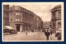 08. Sedan. Place Goulden. Café. Banque Société Nancéienne. Passants, Voitures . - Sedan