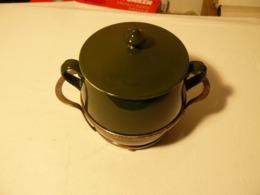 Pot à Bouillon, Porcelaine Et Métal Argenté. - Céramiques