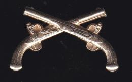 59736-pin's.armes.pistolets.militaire.armée... - Army