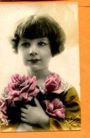 I079, Petite Fille Avec Un Bouquet De Rose, Astrea, Circulée Timbre Décollé - Phantasie
