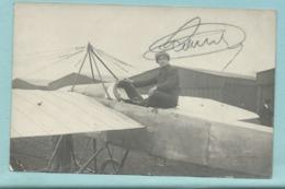 CPA Carte Photo D' Un Pilote Assis Sur Un Avion Type Précurseur - Studio Couvrat Poitiers - Non Datée - ....-1914: Précurseurs