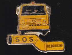 59755- Pin's .transport. Fréjus.SOS DEBOUCHE - Transports