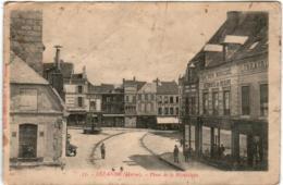 5THZ  1O28 CPA - SEZANNE - PLACE DE LA REPUBLIQUE - Sezanne