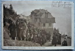 CPA Montana (Suisse) - Arrivée Des Français ( Internés - Guerre - Militaria) - En Route Pour Le Palace-Hotel - VS Valais