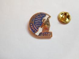 Superbe Pin's En Zamac , La Poste , ASPTT , CNET - Postes