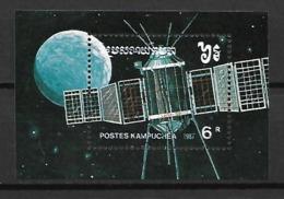 KAMPUCHEA     -    1987 .  Bloc-Feuillet .   Espace  /  Cosmos  /   Satellite - Kampuchea