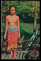 "MALASIA - SARAWAK - NIKED WOMAN- ""An Iban Dayak Beauty Carring Water For Household Use"" (Ed. S. W. Nº 606) Carte Postale - Malaysia"