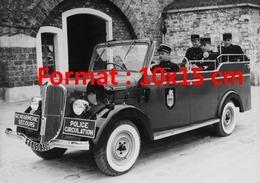 Reproduction D'une Photographie Ancienne D'une Nouveau Véhicule De La Gendarmerie Circulation En 1955 - Repro's