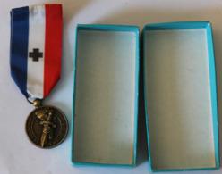 Médaille De Bronze Le Souvenir Français Avec Ruban Drago Paris - Médailles & Décorations