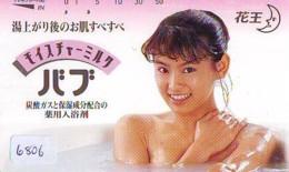 Télécarte Japon * EROTIQUE (6806) DANS LA BAIN *  EROTIC PHONECARD JAPAN * TK * BATHCLOTHES * FEMME SEXY LADY LINGERIE - Moda