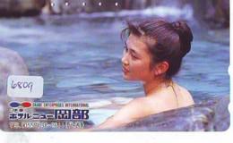 Télécarte Japon * EROTIQUE (6809) DANS LA BAIN *  EROTIC PHONECARD JAPAN * TK * BATHCLOTHES * FEMME SEXY LADY LINGERIE - Moda