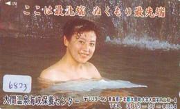 Télécarte Japon * EROTIQUE (6823) DANS LA BAIN *  EROTIC PHONECARD JAPAN * TK * BATHCLOTHES * FEMME SEXY LADY LINGERIE - Moda