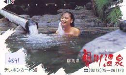 Télécarte Japon * EROTIQUE (6841) DANS LA BAIN *  EROTIC PHONECARD JAPAN * TK * BATHCLOTHES * FEMME SEXY LADY LINGERIE - Moda
