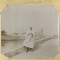 Photo D'une Sablaise. Sables D'Olonne. Femme Avec Coiffe. - Orte