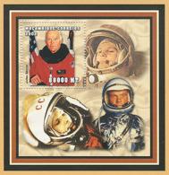 Mozambique 2002 - Cosmonaut (John Glenn) S/s - Y&T 123, Scott 1625, Michel 2556 BL158. - Mozambique