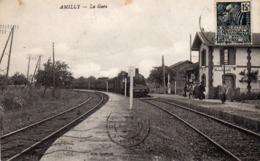 AMILLY .Loiret (45) Train En Gare ..Locomotive ,voyageurs Et Chef De Gare - Amilly