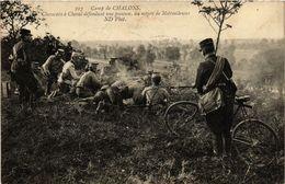 CPA Camp De CHALONS - Chasseurs A Cheval Defendant Une Position (363764) - Camp De Châlons - Mourmelon