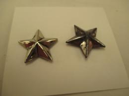 2 étoiles En Métal  - Général ??  3 Cm D'une Pointe  A L'autre - Armes Neutralisées